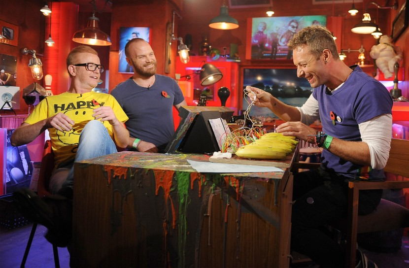 Incredible. Chris Martin plays a Coldplay hit on some bananas, and it's not Yellow! #TFIFriday