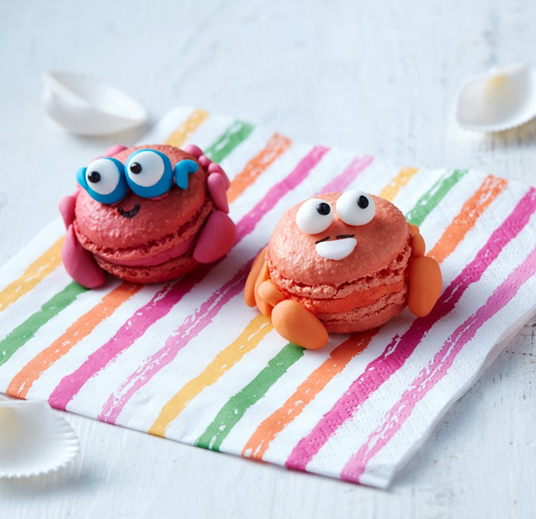 Mr and Mr Crab macarons